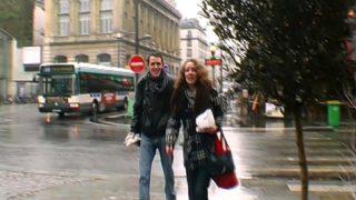jeune couple monter à paris tourner un premier film porno