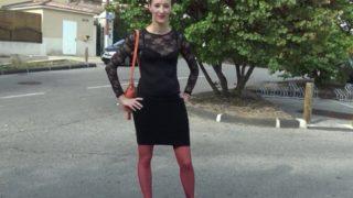 Jolie barmaid française super salope