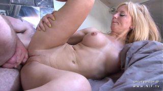 amatrice à gros seins sodomisé par son voisin