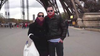baiser dans les rues de Paris en voiture