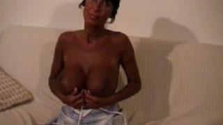 femme mure à gros seins baisée comme une cochonne