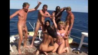 orgie sur un bateau cet été