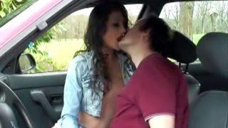 sexe en voiture avec des voyeurs