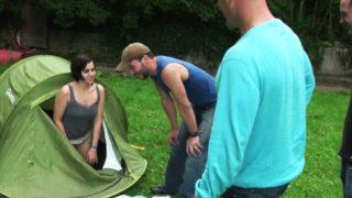 plan cul au camping avec une jolie salope lyonnaise