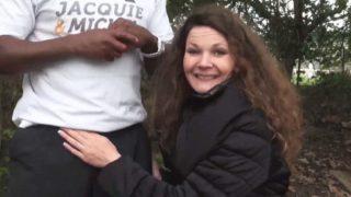 française baisée en plein air par un black